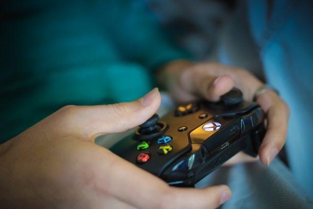 Конзола или компютър за игри